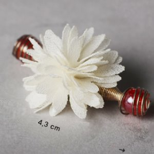 Spring Flower Pin (Cream White)