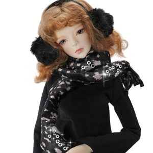 Model & MSD - Oskara Scarf (Black)